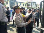 Siaga satu, Kapolres Banjar AKBP Matrius saat melakukan pengecekan kesiapan jajaran dan peralatan di Mapolres Banjar.