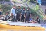 Pangdam Siliwangi Mayjen TNI Besar Harto Karyawan saat berkunjung ke Sektor 7 Sungai Citarum untuk meninjau lokasi acara mancing mania tanggal 3 Juni 2018 mendatang.