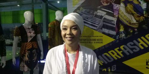 Azizah Talita Dewi dari Galeri Batik Azizah D'Nyonyah