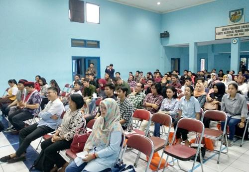 Sosialisasi Pilgub Jabar bagi keluarga besar DPD GMNI Jawa Barat untuk meningkatkan partisipasi pemilih di Gedung KNPI Jl. Sukarno-Hatta Bandung, Jumat (8/6/2018).