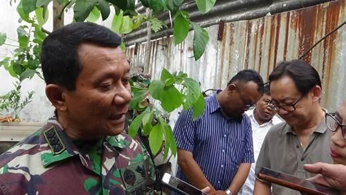 Dansektor 4 Satgas Citarum Kolonel Inf Kustomo Tiyoso saat wawancara dengan awak media di kegiatan pembukaan coran lubang pembuangan limbah CV Bima Jaya, Rabu (18/7/2018).
