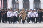 Hari Pahlawan, Jokowi Bersepeda Menggunakan Kostum Pejuang