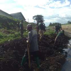 Cegah Penyempitan Anak Sungai, Satgas Citarum Sektor 21 Serempak Angkat Sedimentasi Dan Bersihkan Bantaran