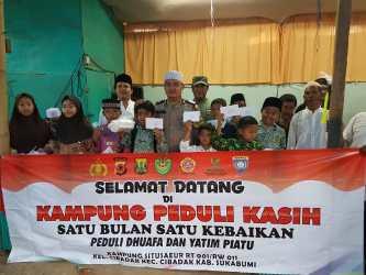 Anggota Polsek Cibadak Polres Sukabumi Polda Jabar Bentuk Kampung Peduli Anak Yatim