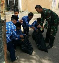 Dukung Citarum Harum, Ratusan Anak Sekolah Pungut Sampah Di Jalan