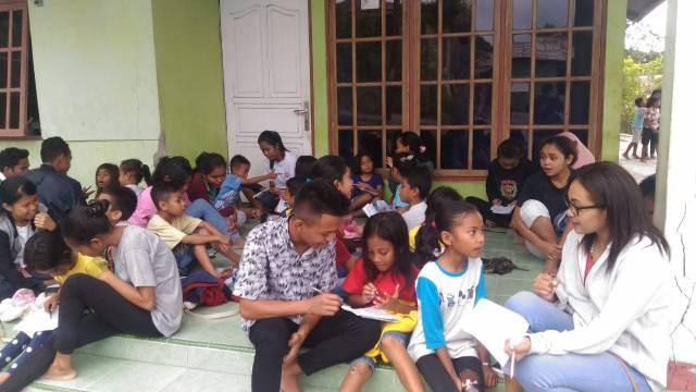 Para peserta bimbel bersama para pendamping dari PKSE Undana Kupang.