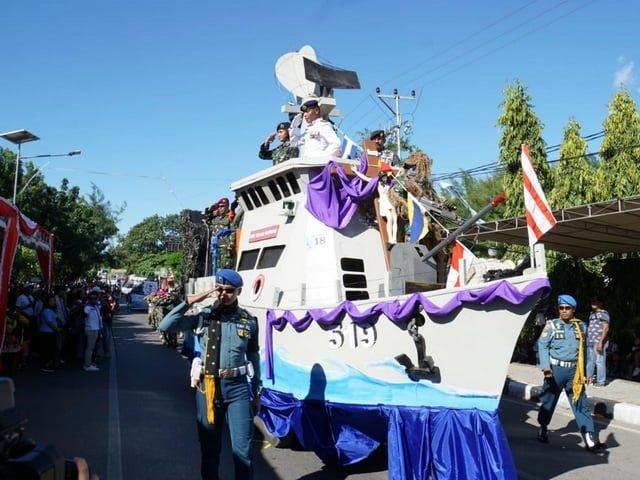Kapal perang TNI AL di pawai kota perayaan Paskah