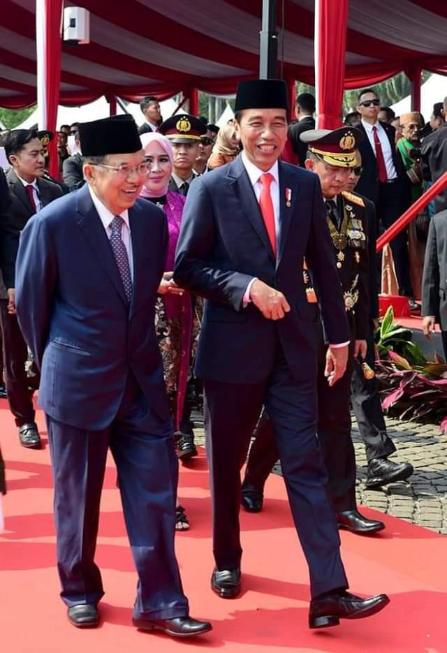 Presiden Jokowi bersama Wapres Jusuf Kalla di perayaan HUT ke-73 Bhayangkara