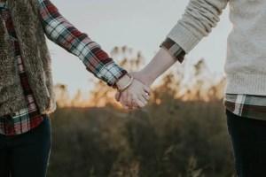 manos pareja