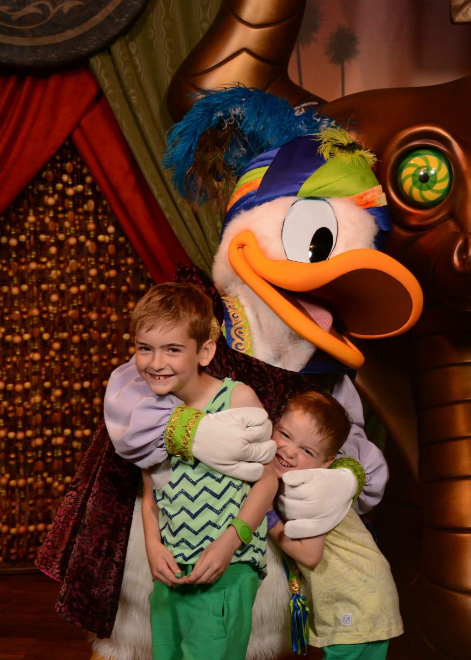 donald duck character meet magic kingdom