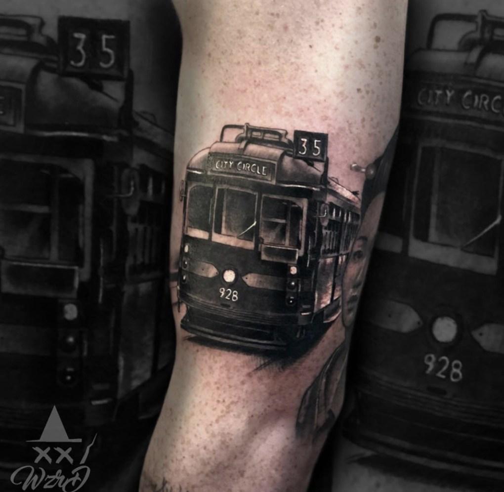 Tatouage réaliste tramway