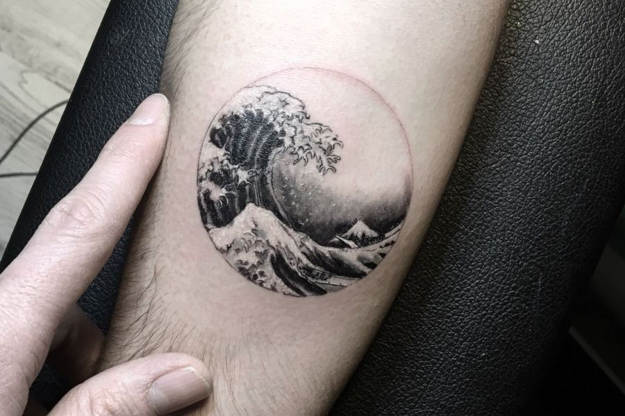 Tatouage vague japonaise Hokusai