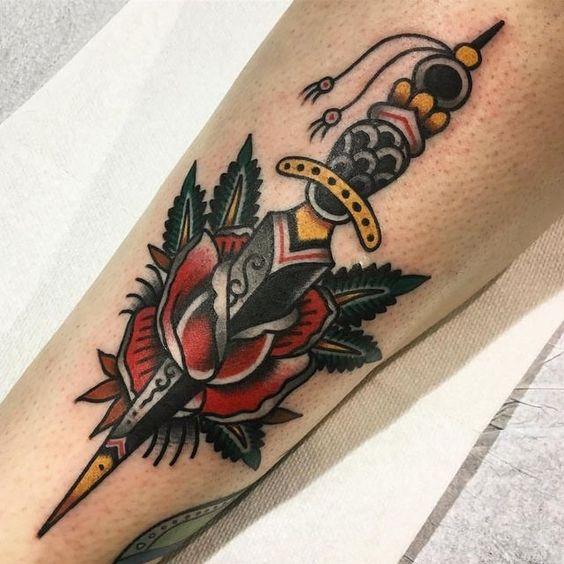 Tatouage poignard