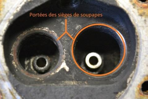 Portée des sièges de soupapes sur une culasse de 4L, avant rodage.