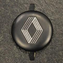 Centre de roue de 4L refait à neuf avec peinture noire et logo gris alu métallisé