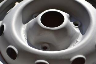 Détail des roues de 4L après sablage