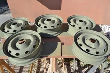 5 roues de Renault 4L traitées anticorrosion à l'apprêt phosphatant