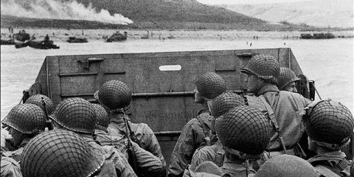 274645_vignette_Des-soldats-am-ricains-s-appr-tant-d-barquer-sur-plage-norm