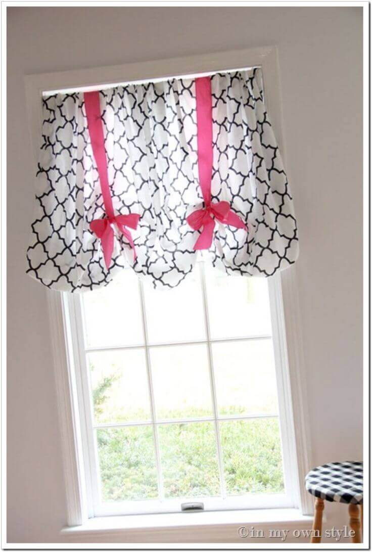 Bright Bows to Tie-up the Curtain