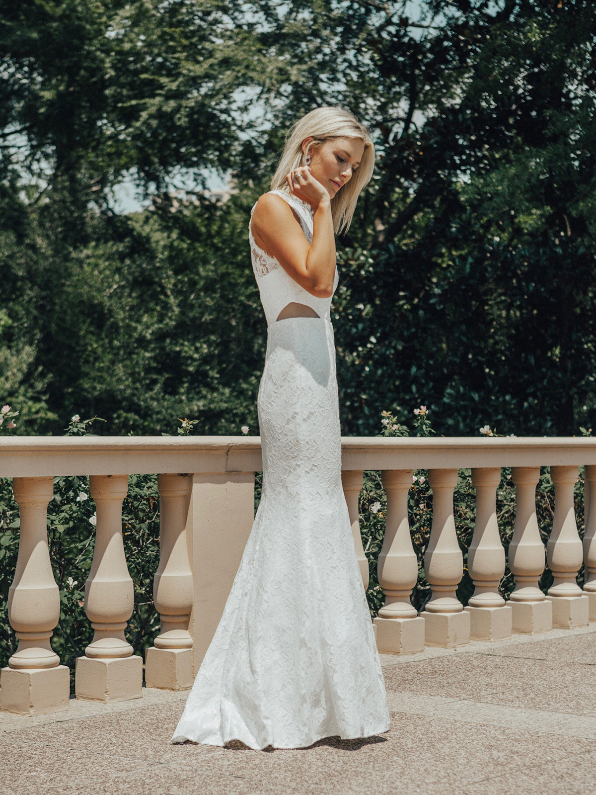 white lace trumpet wedding dress for the bride on a budget