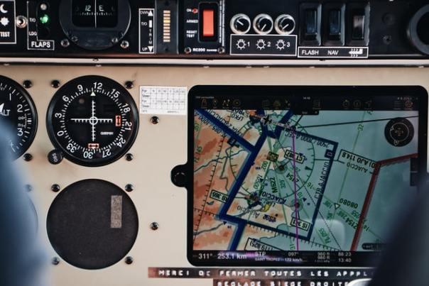 """Y a-t-il de bons indicateurs de pilotage ?  Photo by <a href=""""https://unsplash.com/@mael_balland?utm_source=unsplash&utm_medium=referral&utm_content=creditCopyText"""">Mael BALLAND</a> on <a href=""""https://unsplash.com/s/photos/pilote?utm_source=unsplash&utm_medium=referral&utm_content=creditCopyText"""">Unsplash</a>"""