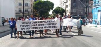 Pescadoras e pescadores levam desespero da fome à Assembleia Legislativa e ao Palácio do Governo