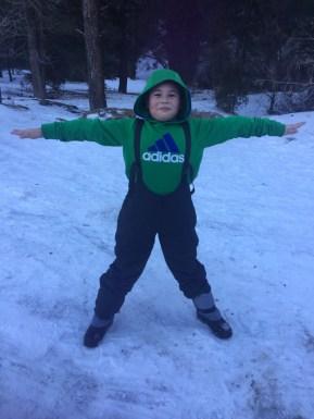 Diego parecía gingerbread man con sus pantalones de nieve... aw!