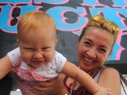Cuando Cristina era una bebé y nos paseamos en el Design District de Miami.