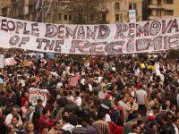"""Gelombang kebangkitan rakyat """"Arab Spring"""" yang menjatuhkan para diktator di Tunisia dan Mesir telah berkembang ke seluruh timur tengah, memberi inspirasi kepada para pekerja dan anak-anak muda di seluruh dunia. Fenomena ini kemudiannya merosot dan seluruh rantau tersebut dilanda perang dan konflik mazhab."""