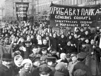 Mogok kelas pekerja wanita di St. Petersburg, Russia yang telah mencetuskan dan merasmikan Revolusi Russia pada 23 February 1917 ( 8 Mac mengikut kalender umum masa ini ). Tarikh ini telah menandakan Hari Wanita Sedunia yang disambut oleh golongan wanita dari seluruh dunia sehingga ke hari ini.