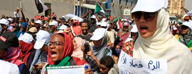 Demonstrasi Rakyat Sudan Di Hadapan Ibu Pejabat Tentera