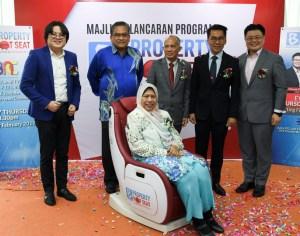 """Menteri Perumahan Zuraida Kamaruddin bergambar selepas Majlis Pelancaran Program """"Property Hot Seat"""""""