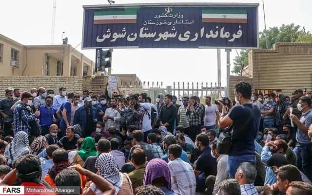Iran: Mogok Pekerja Industri Minyak dan Gas Menyambut Presiden Baru