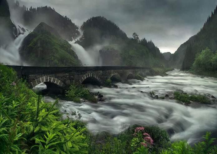 Bridge Over Latefossen Waterfall_930e0a87f4714eaf1e68f68ed0e7a46d