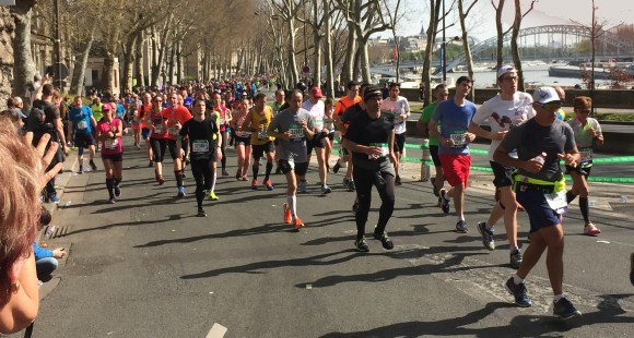 Paris marathon 2018 by Eiffel Tower