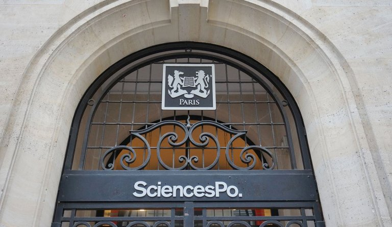 devant-sciences-po-paris