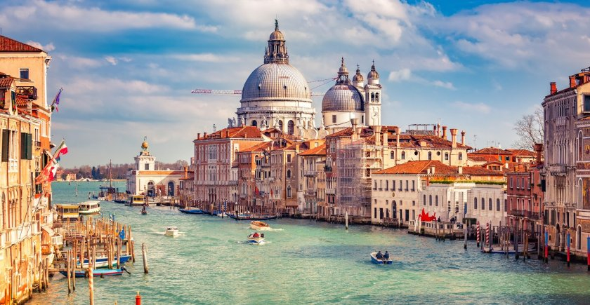 venice-at-sunny-evening-picture-id941234062