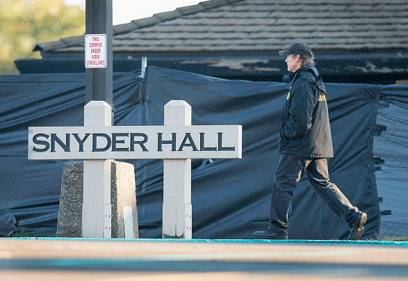 A security guard patrols outside Snyder Hall on the campus of Umpqua Community College, Oct. 4, 2015 in Roseburg, Oregon. (Photo by Scott Olson/Getty Images)
