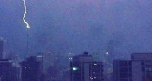 VIDEO Lightning Struck Trump Tower as Trump Won Illinois