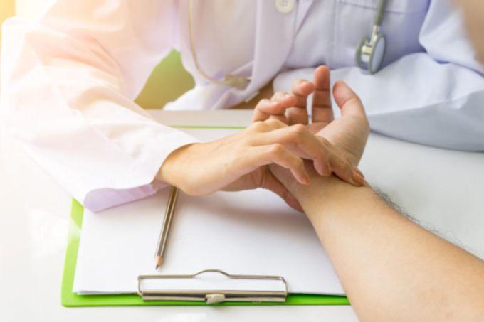 4 etapai iki širdies priepuolio kojų nagų ir sveikatos hipertenzija 1 laipsnis su menopauze