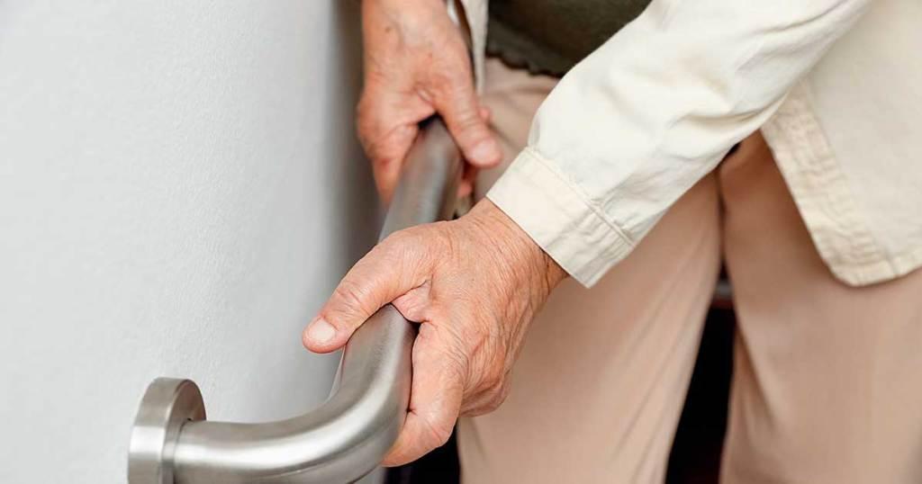 Cuidados com as quedas de idosos
