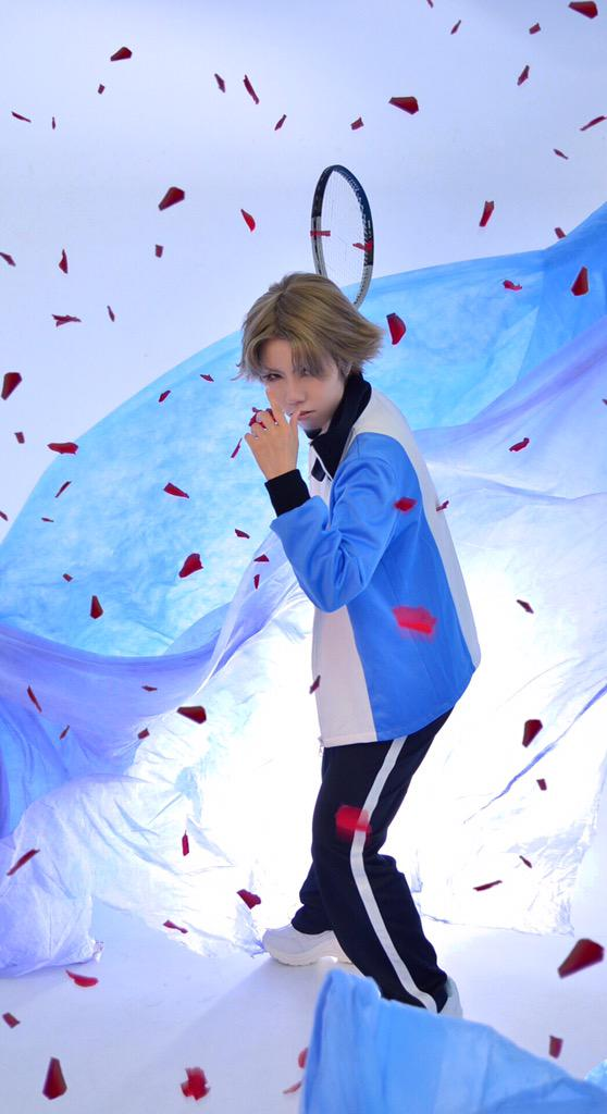 20 Cosplay Pics That Show The True Struggles Of Photoshoots