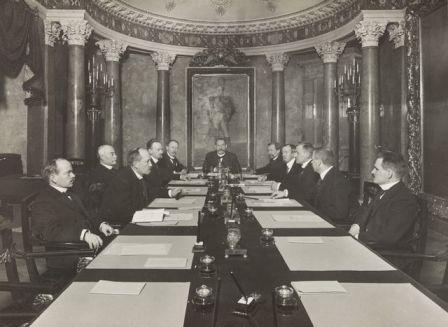P.E. Svinhufvudin ns. itsenäisyyssenaatti Helsingissä 1917.