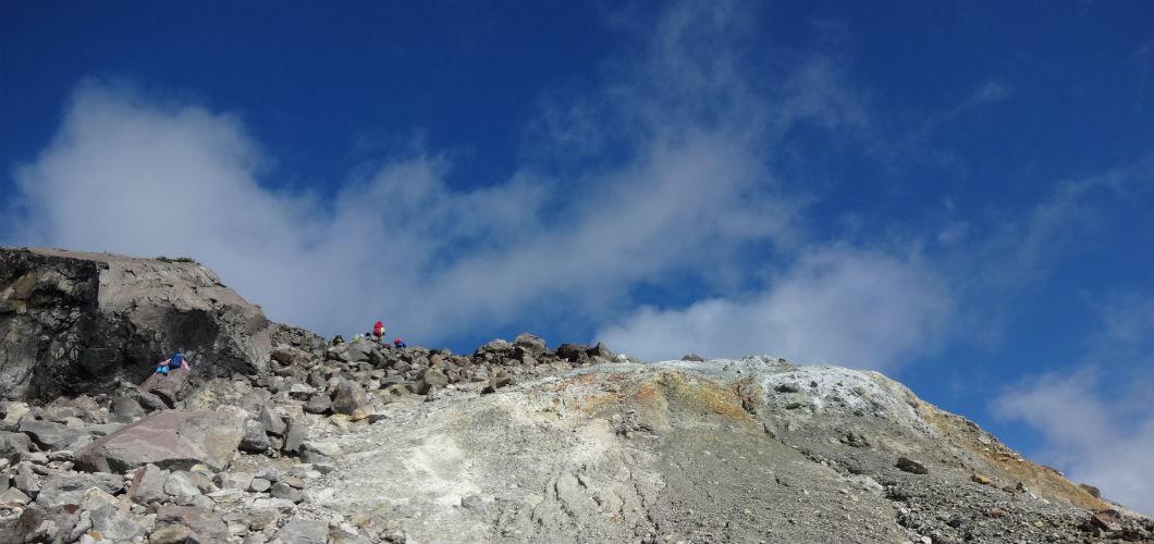 茶臼岳山頂付近