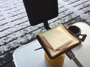ホットサンドのチーズとハム