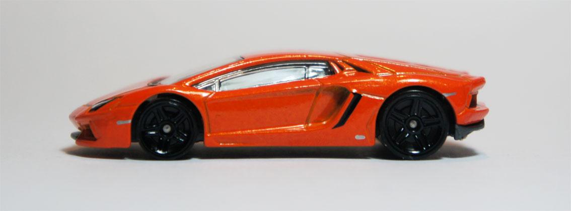 Review Hot Wheels Lamborghini Aventador LP 7004