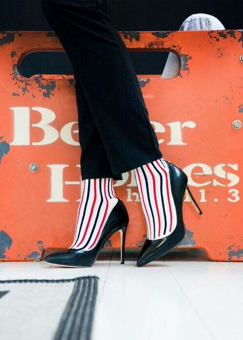 Pour elle, GARANCE, une paire de socquettes en coton peigné et tricotées en France. GARANCE donne du pep's à une tenue de working girl !