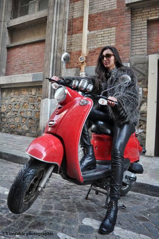 Iman Cravello porte un modèle de lunImane Cravello porte un modèle de lunettes de soleil Nathalie Blanc