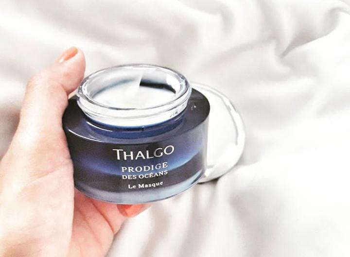 LE MASQUE PRODIGE DES OCEANS THALGO (95 euros - 50 ml). A utiliser 2 à 3 fois par semaine le soir. 5 minutes pour lisser les rides, révéler la clarté du teint et défroisser intensément ! Ce masque soin aux performances jeunesse exceptionnelles, émerveille 100% des femmes par son extrême douceur*. Sa texture pétillante, saturée en Oxygène pur, est idéale pour retrouver une peau parfaite.