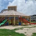 沖縄市若夏公園の屋根付き滑り台